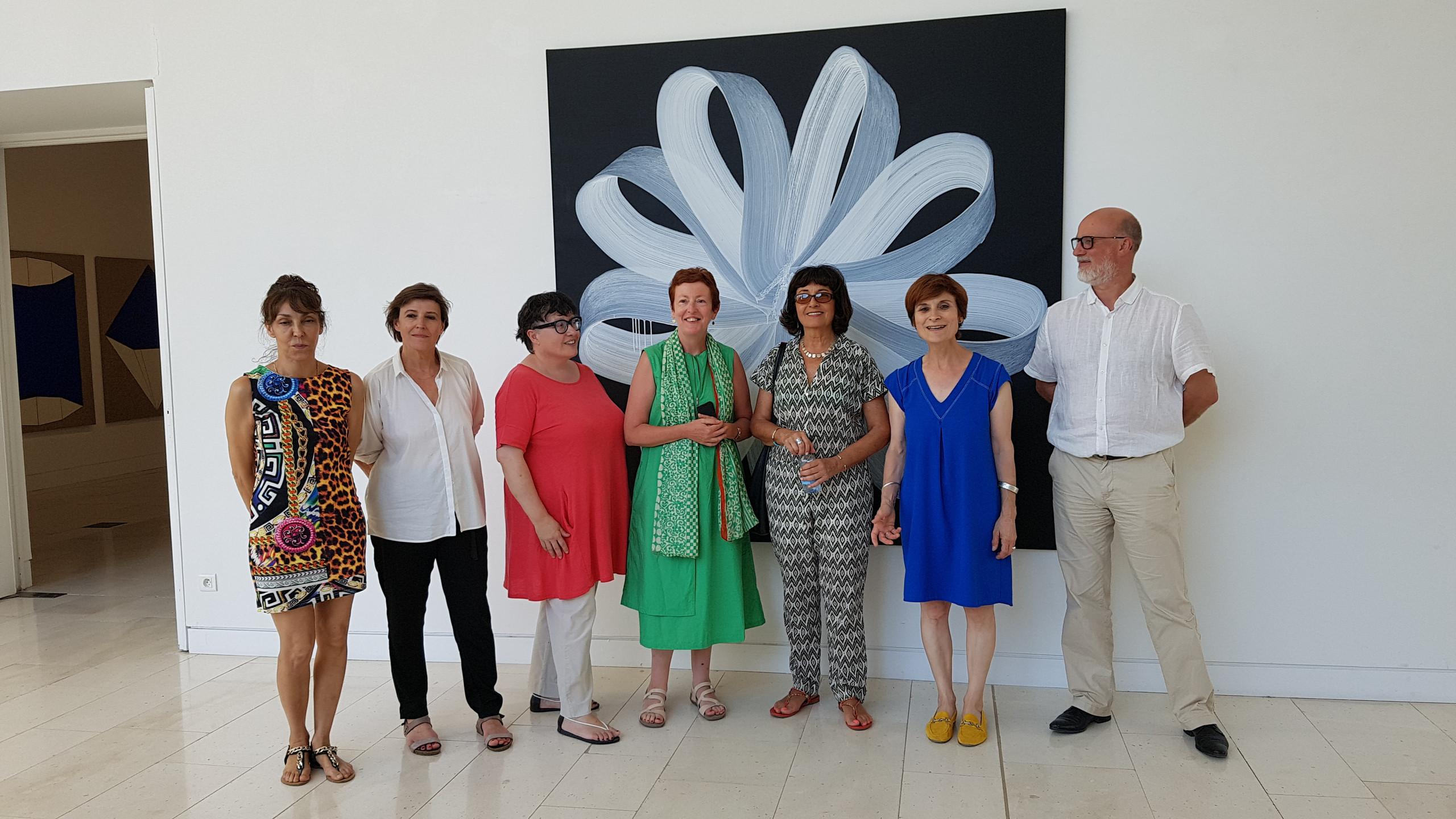 L'équipe du musée avec sa directrice Marlyse Courrech (en bleu) et le directeur de la culture de Villeneuve-sur-Lot