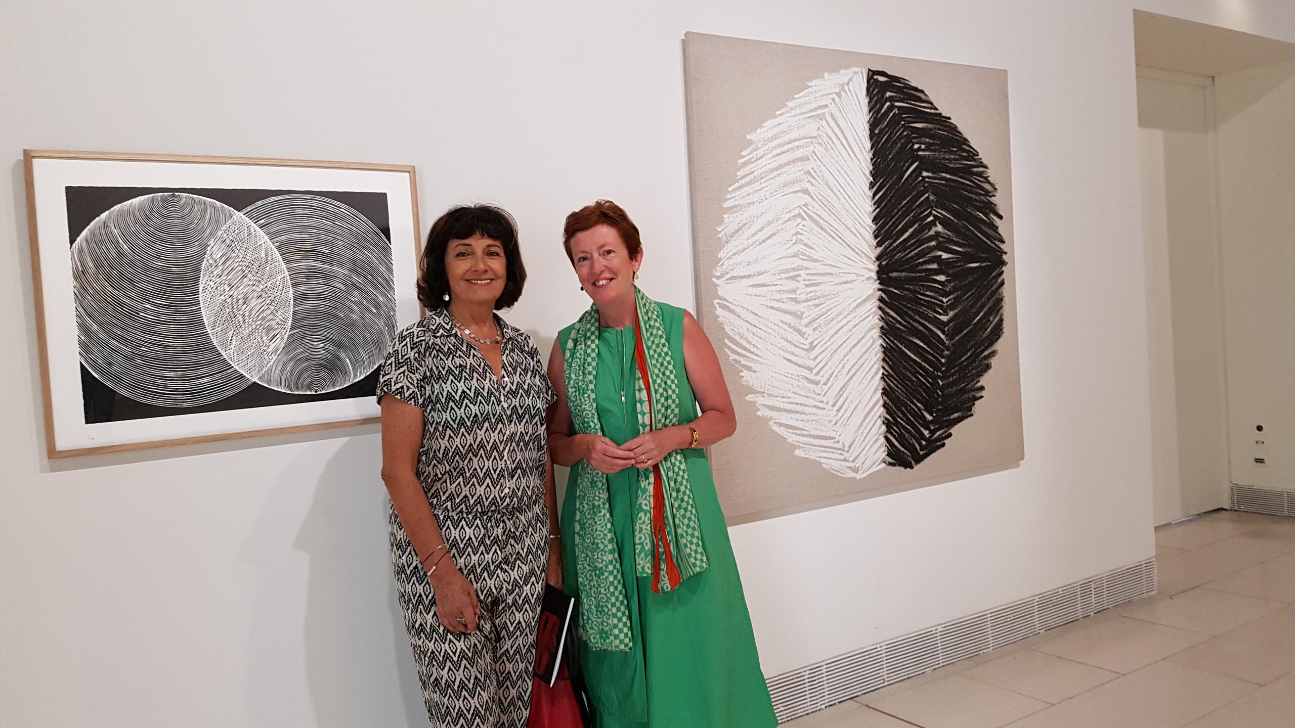 Najia Mehadji et Nathalie Gallissot, commissaire de l'exposition