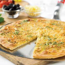 Pan de pizza con ajo y queso Weber