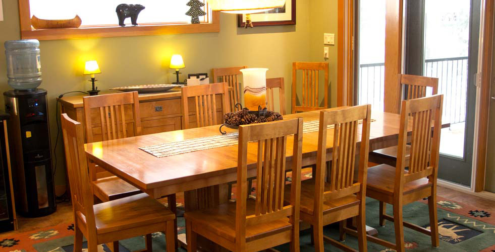 Dining are with extendable table