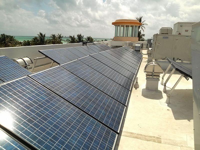 Ocean_Drive_South_Beach_solar_panels_on_roof,_2012