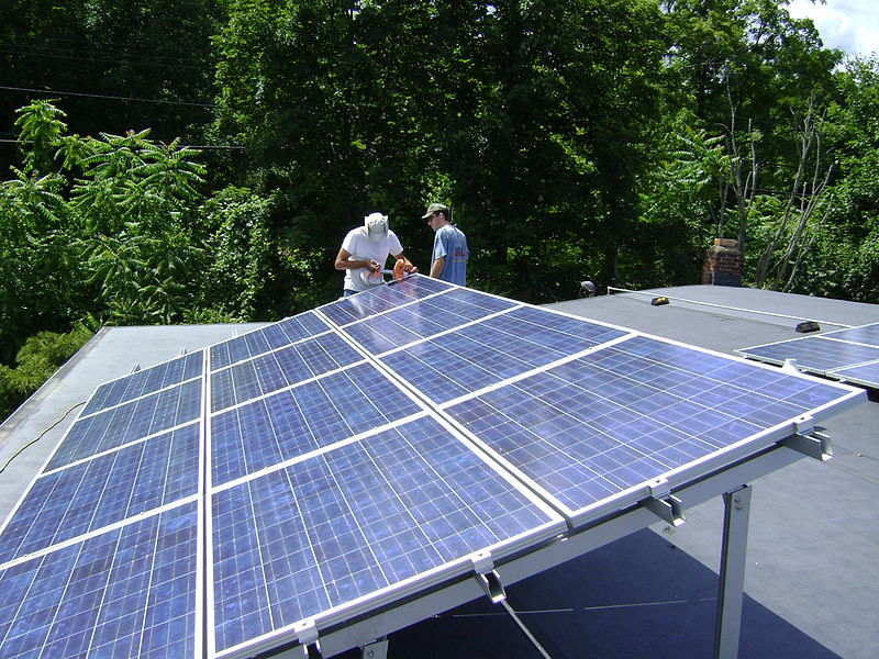 800px-Rooftop_Photovoltaic_Array
