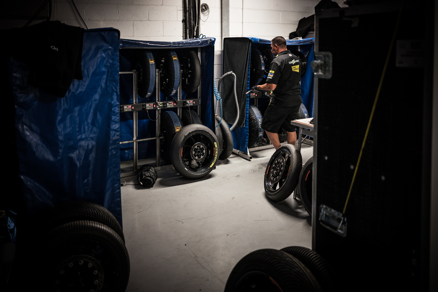 BACKSTAGE TYRES