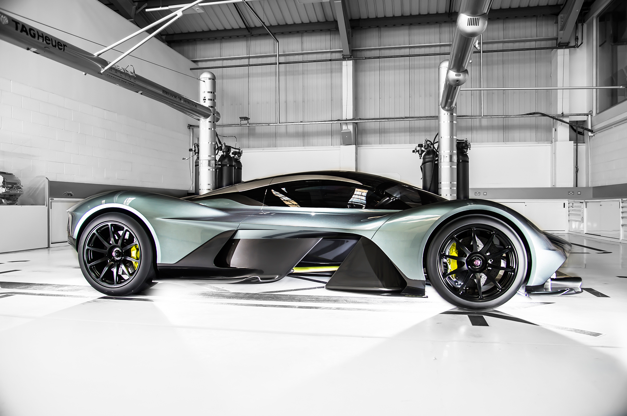 The New V12 Hypercar By Aston Martin And Red Bull Motors Master