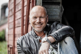 Zoom Music nimmt Olaf Henning unter Vertrag