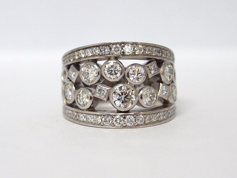 DIAMOND WHITE GOLD RING P5223345.JPG