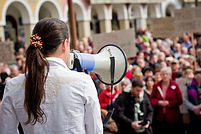 manifestazione pubblica