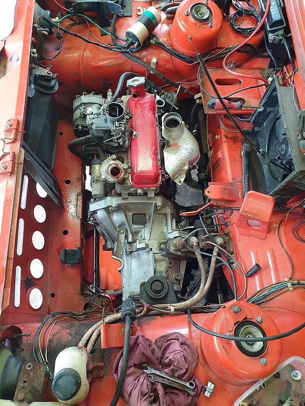 vanha moottori poisnostokunnossa.jpg
