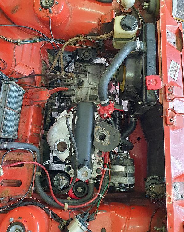 uusi moottori osittain kasattuna.jpg
