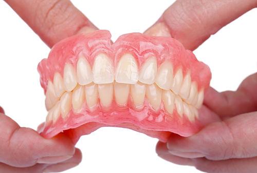 入れ歯のお手入れ