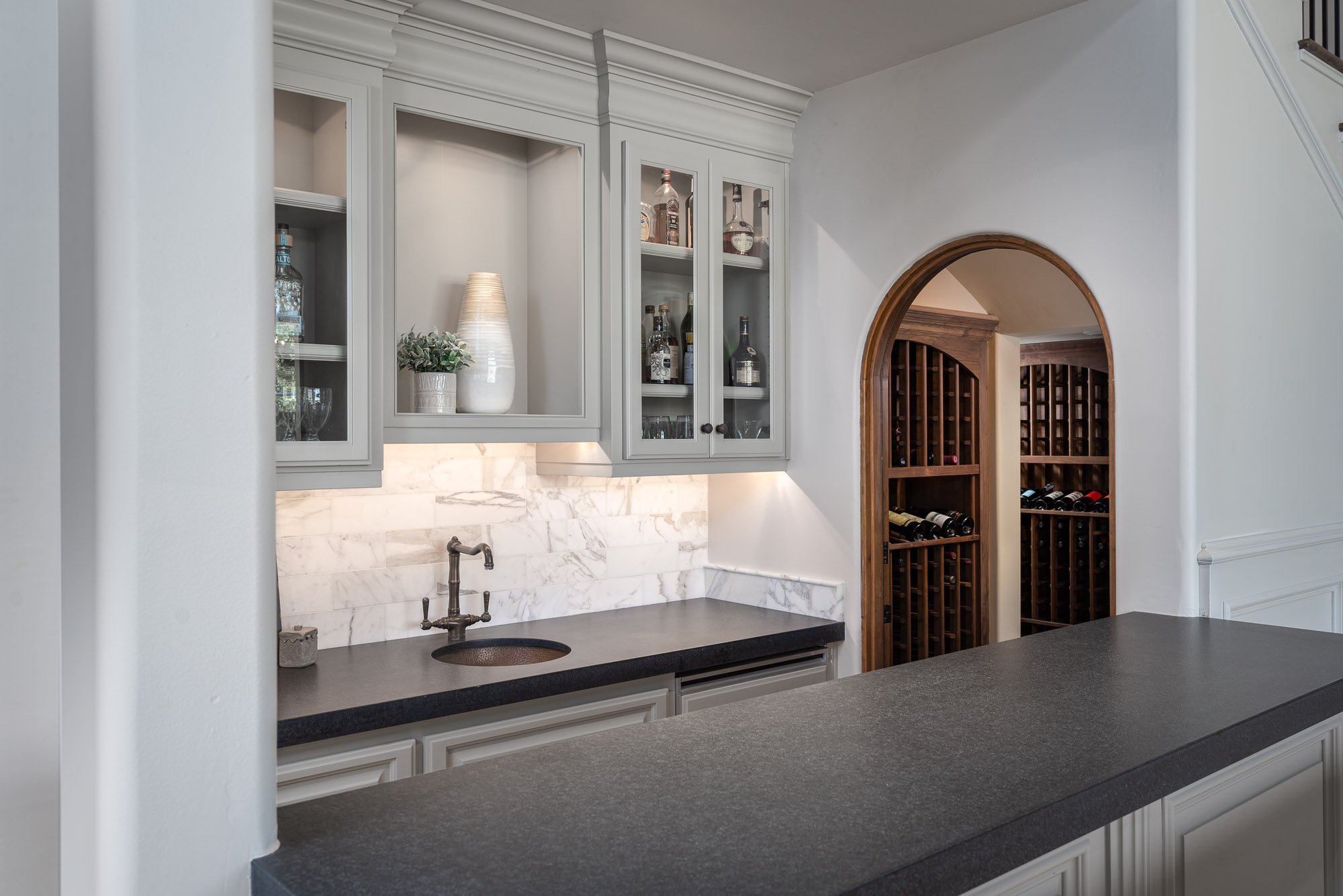 Built-in Bar & Wine Cellar