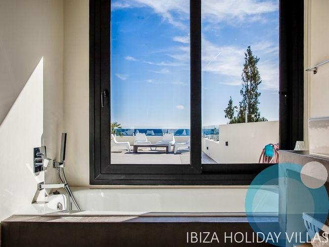 Agua - Cala Pada - Ibiza