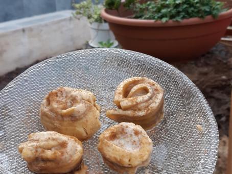 שושני קינמון וחלבון מבננות / Protein Cinnamon roses made from bananas