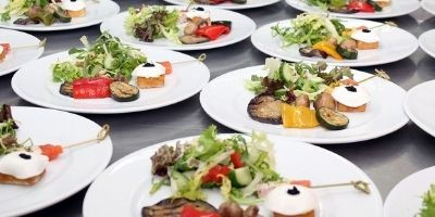 traiteurs-repas-assis-suisse-romande.jpg