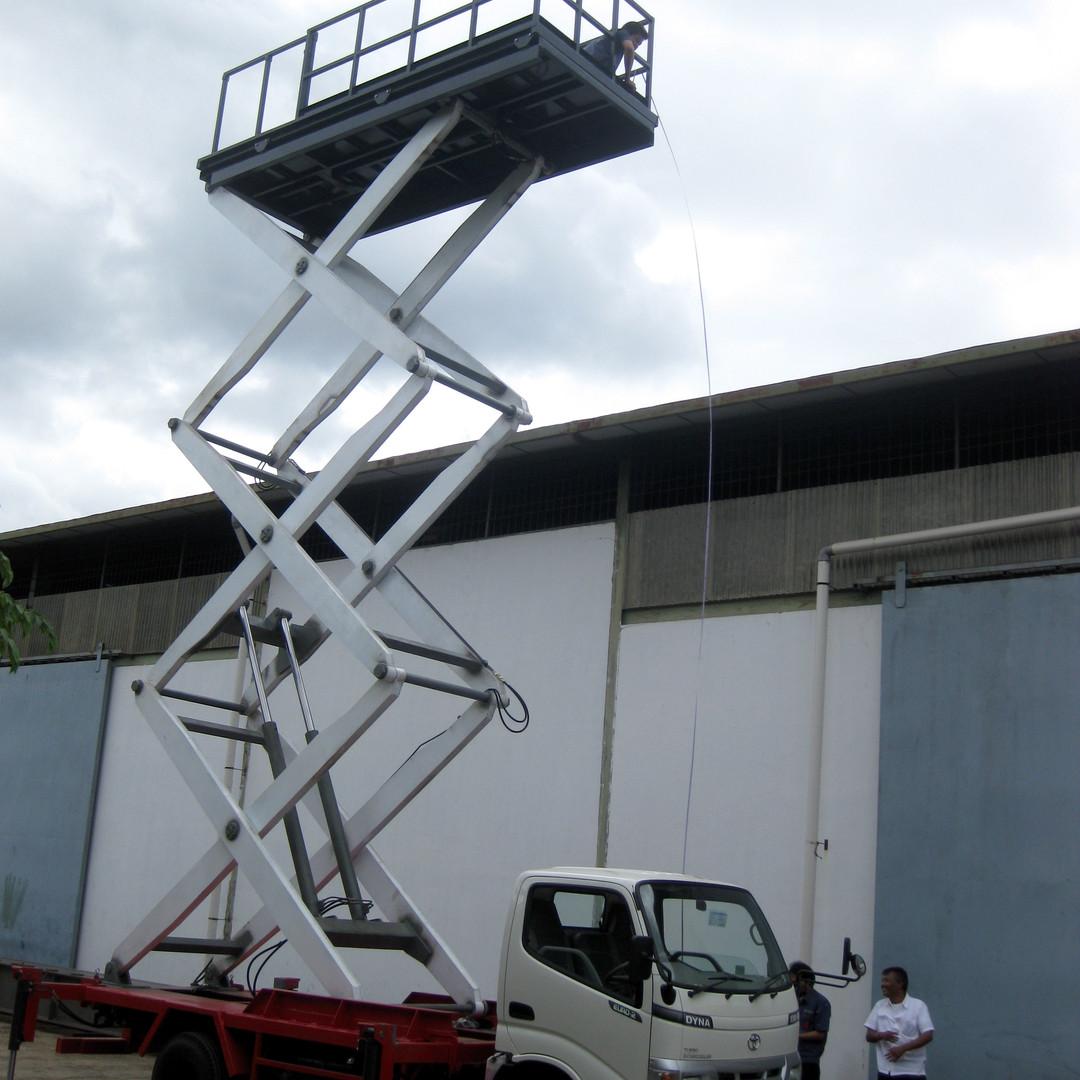 Maintenance Truck