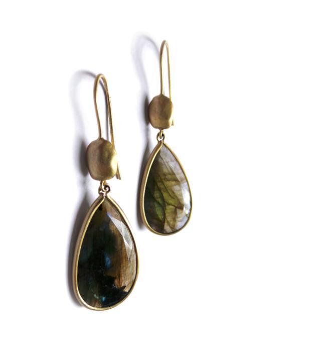 Carrob seeds earrings yellow  gold labra
