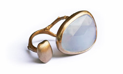 Carrob seeds ring white gold chalcedony.