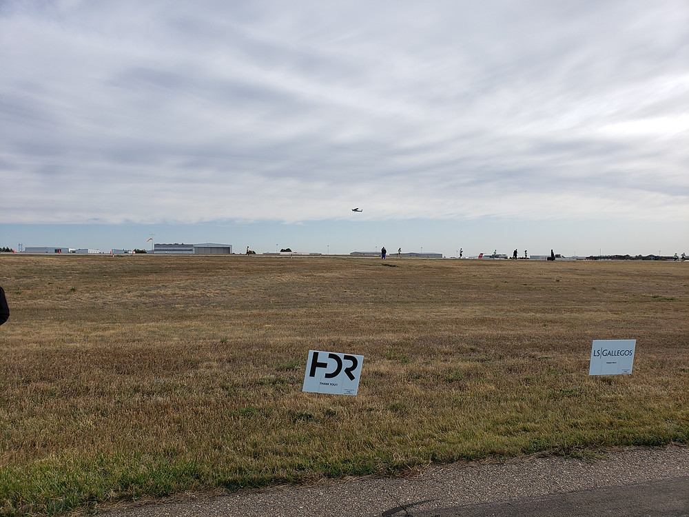 Airplane taking off on runway 30R while runners are on 30L
