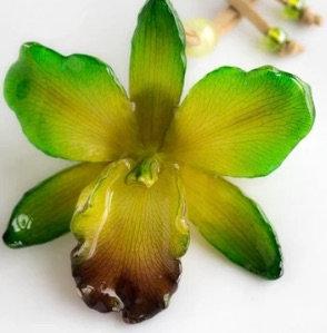 Green Medium Cattleya Necklace
