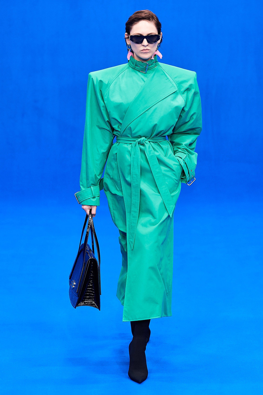 מתוך קולקצית קיץ 2020 של בלנסיאגה בשבוע האופנה בפריז
