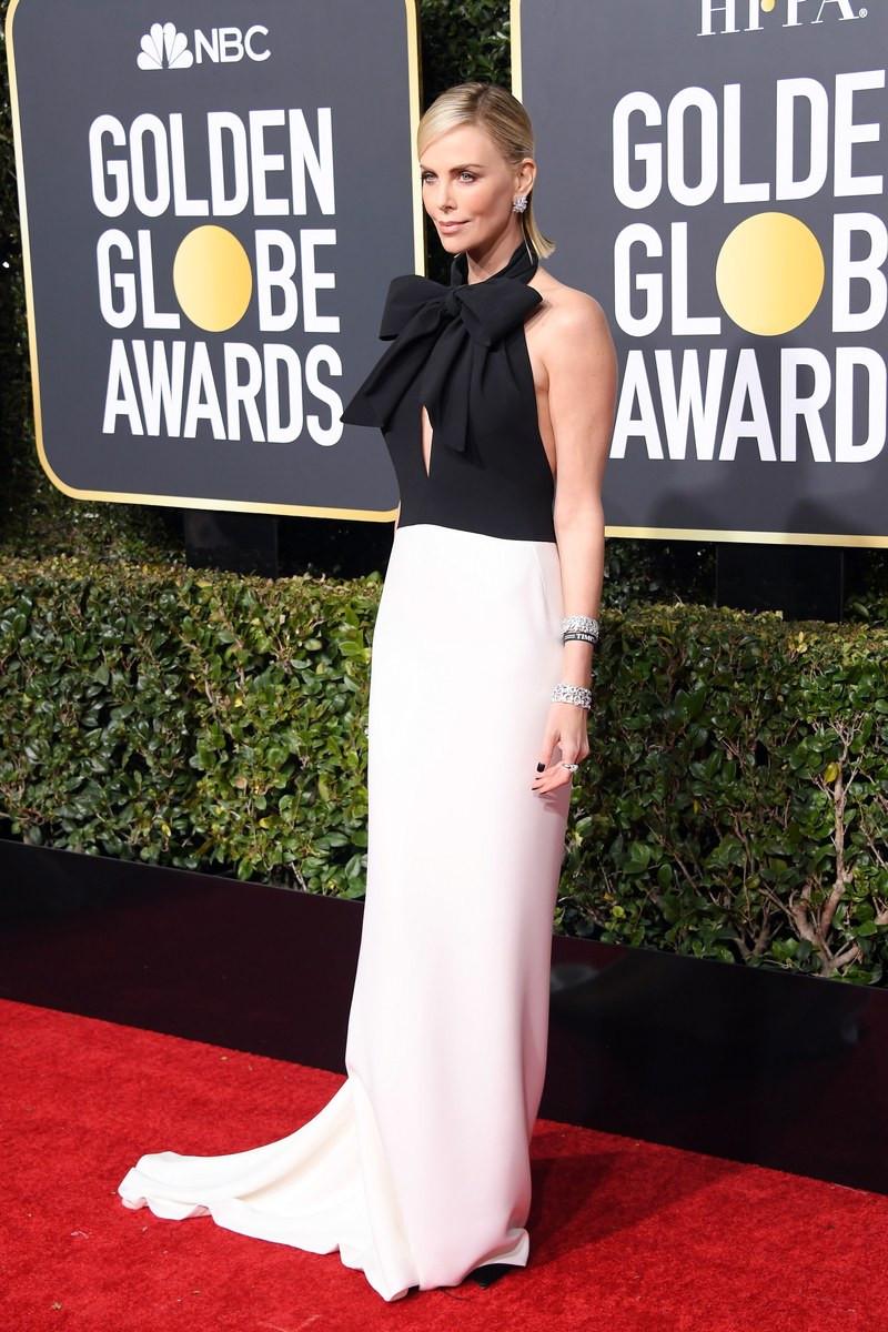 שרליז ת'רון לובשת דיור בטקס פרסי גלובוס הזהב
