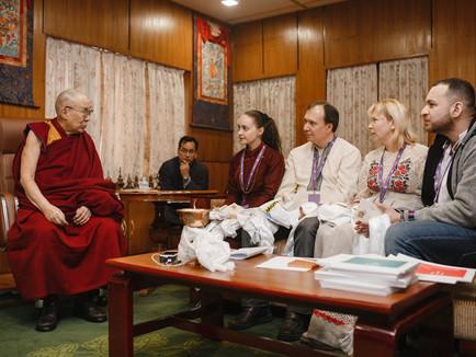 Прямий етер з Далай Ламою: Освіта і мир в часи пандемії