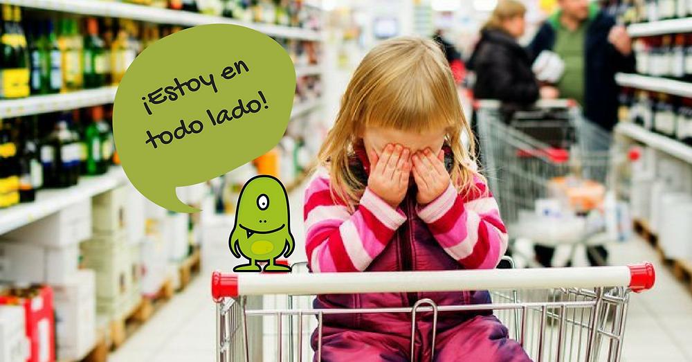 """Niña llorando en el supermercado con una caricatura del gluten diciendo """"Estoy en todo lado!"""""""