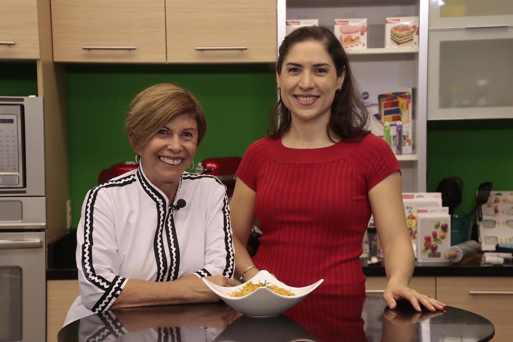 Coach Melania con Chef Doris frente a un platillo