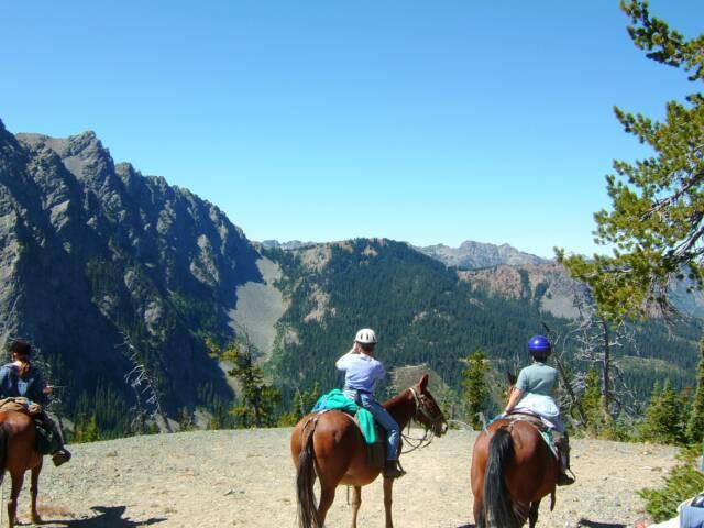 Wahoo campers on ridge n horses.jpg