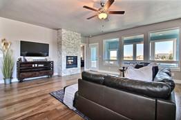 8-Living Room.jpg