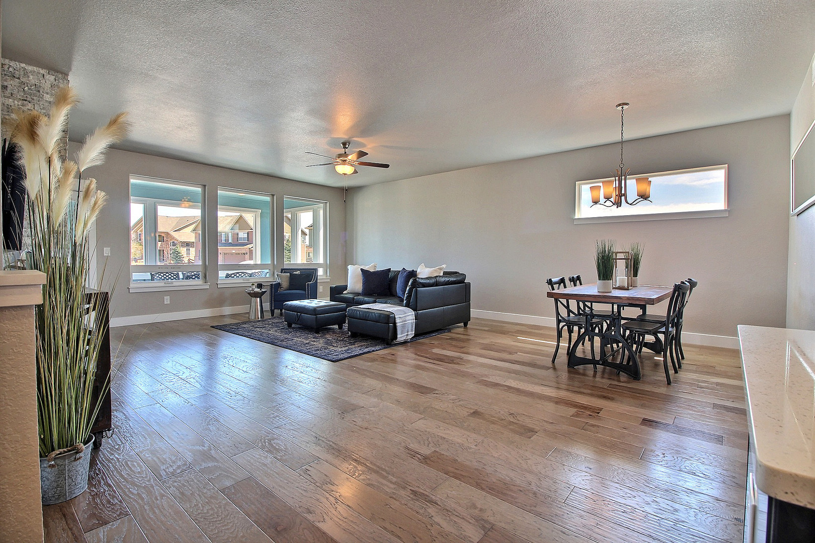 9-Living Room-Dining.jpg