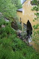 Stein fjennom veggen, Valsøyfjord