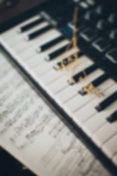 musical-notes-on-piano-keys-3971983.jpg