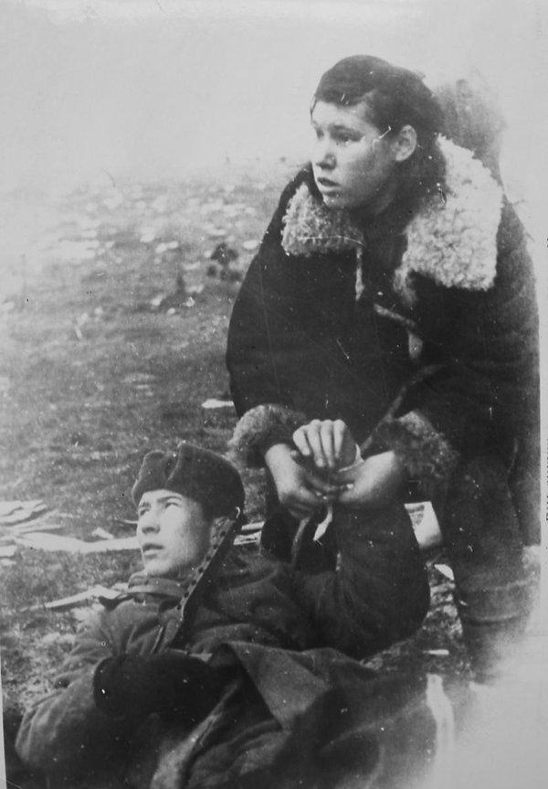 Perevyazka-ranenogo_bombardirovka_1944.j