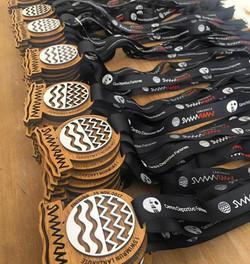 Medallas con doble madera y cinta personalizada