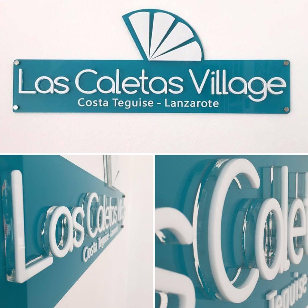 Placa_Corpórea_en_3_niveles_de_metacrilato_para_Las_Caletas_Village