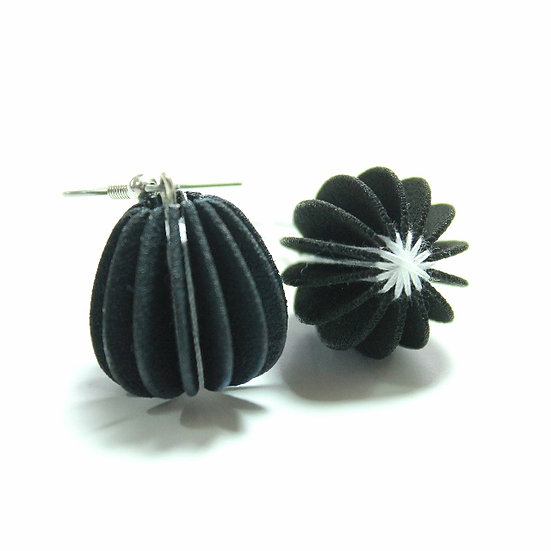 Ear Lollies Black & White Thread