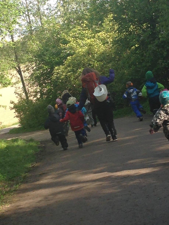 Finnish teacher running with her students