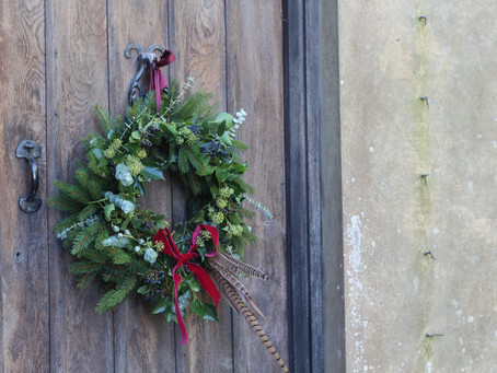 How to make a Christmas door wreath