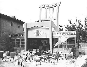 ARCHIVE-PHOTO-STELLA-USINE-&-CHAISE N&B.