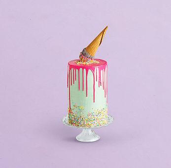 Verfraaide verjaardagscake met Ice Cream