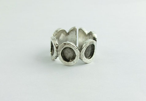 MAN RING WITH OVALS