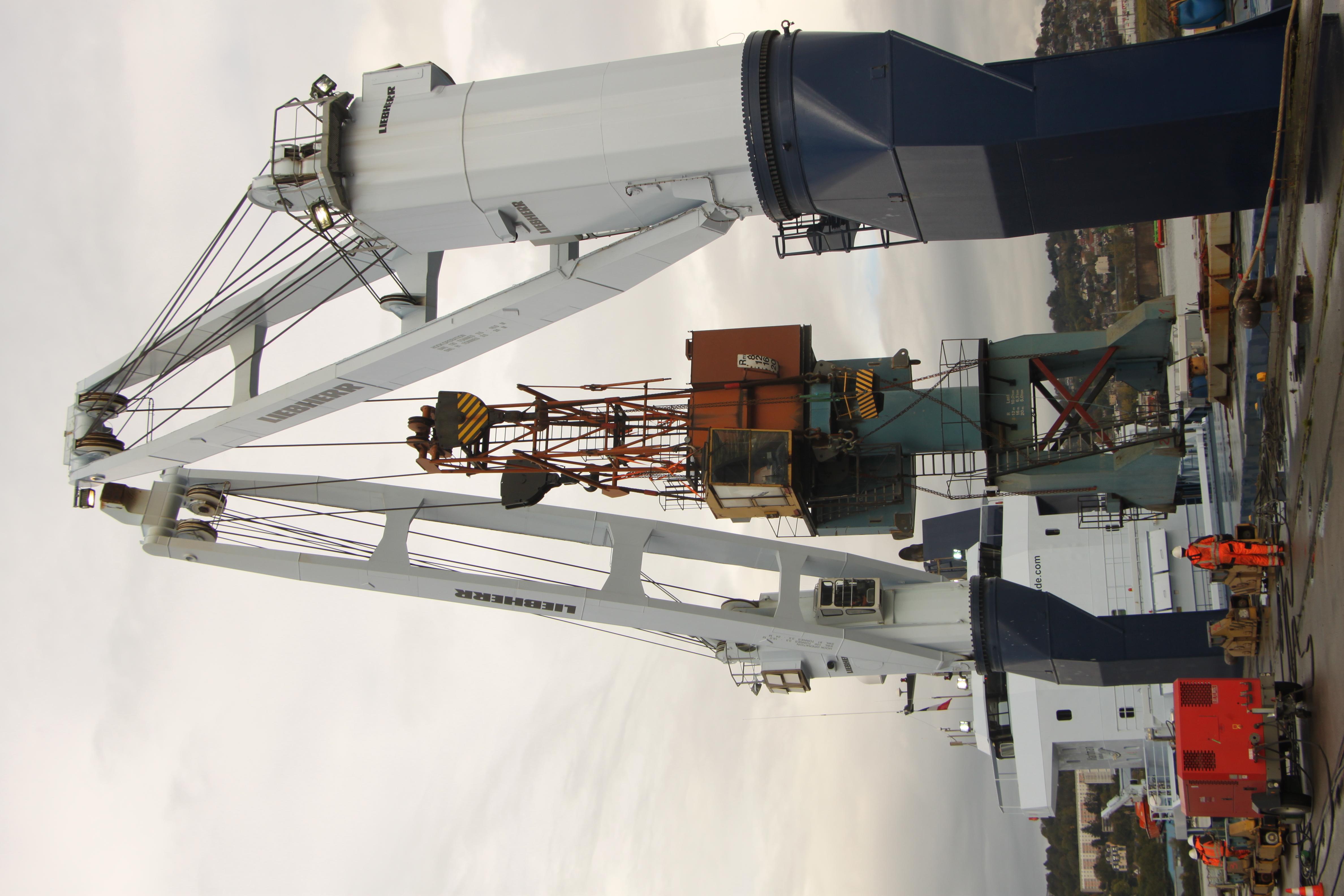 Doc crane positioning Rouen (F)