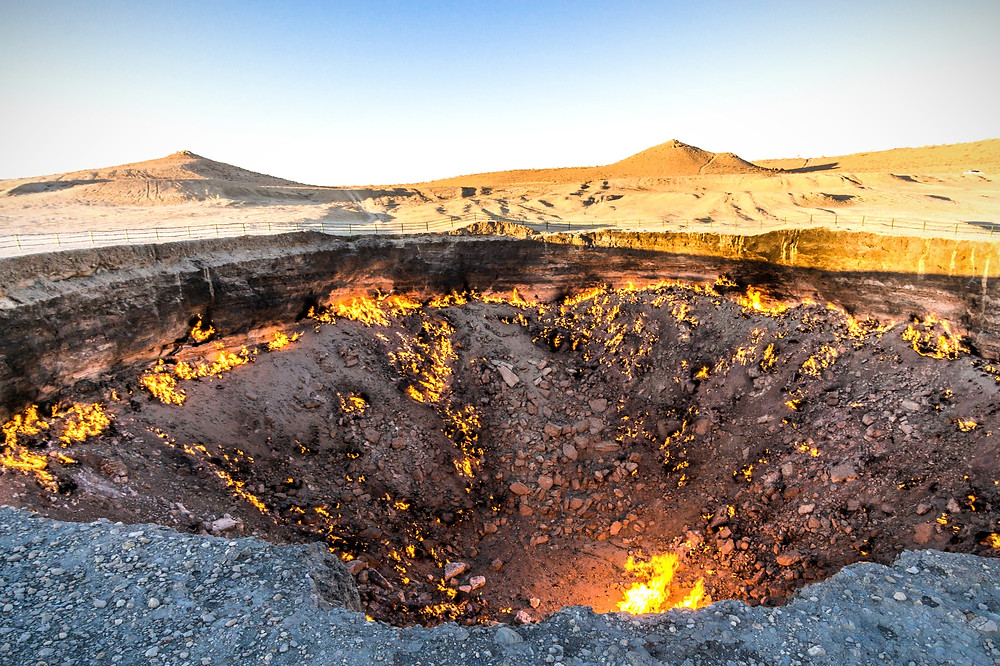 Darvaza Gas Crater, Gates of Hell, turkmenistan travel agency, turkmenistan tourism agency, turkmenistan travel and tours, turkmenistan hotel bookings