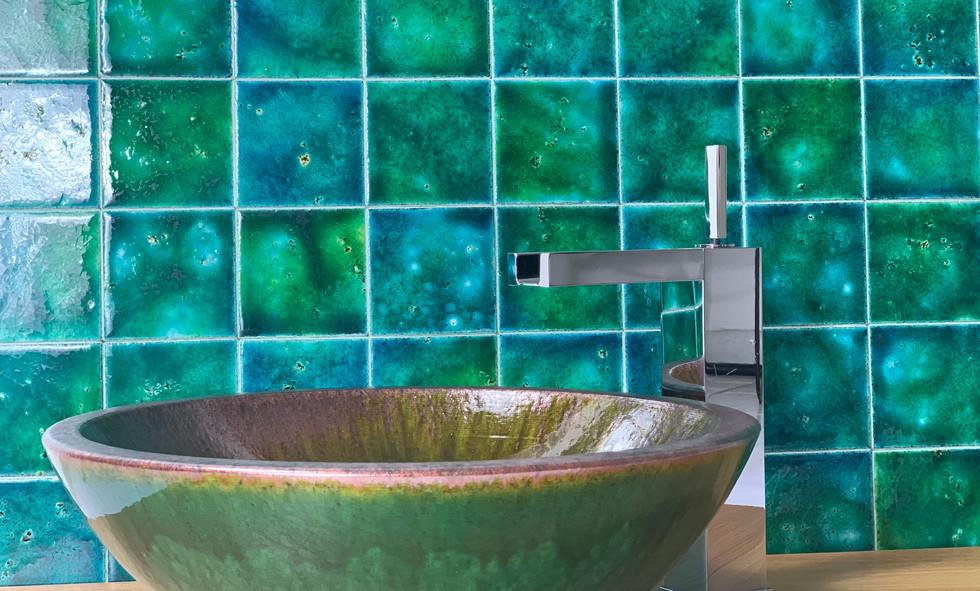 Lava stone washbasin - iLava ilP52 green enamel and oxidation on the edge