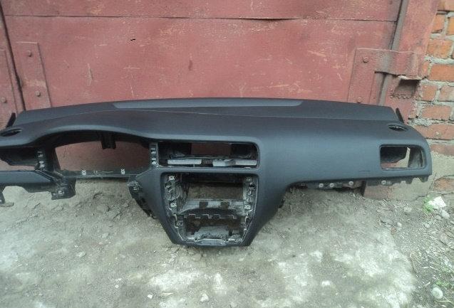 Торпеда(панель) на фольцваген джетта 6.