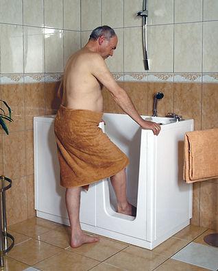 altersgerechte-badewanne-mit-tuer.jpg