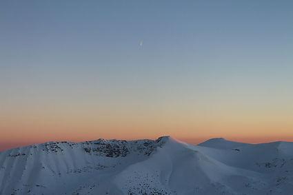 Mountains, sunset, photo by Yulia Dotsenko.