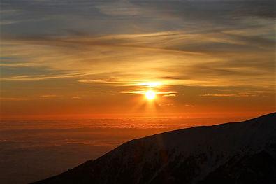 Sunrise, Greece, mountains, photo by Yulia Dotsenko.