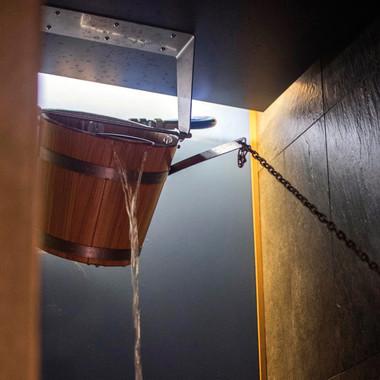 00_customMade-6236-Bucket-shower-effegib